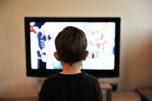 テレビをみる